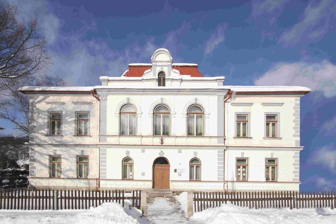 sídlo knihovny (budova ZUŠ)